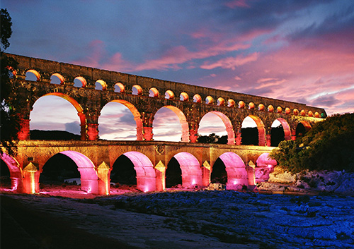 The-Pont-du-Gard-Aqueduct-illuminated